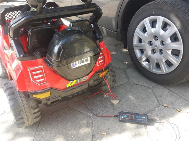 акумулаторна кола за дете с по-голям акумулатор и качествено зарядно устройство